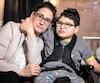 La cofondatrice de L'Étoile de Pacho, Nathalie Richard, pose avec son fils David. Âgé de 12ans, David est atteint deparalysie cérébrale, d'épilepsie, de déficience intellectuelle et d'un trouble de digestion grave, entre autres maux.