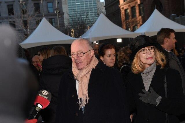 Bernard Landry et Chantal Renaud lors de l'entrée des invités aux funérailles de René Angelil, célébrées ce vendredi après-midi 22 janvier 2016, à la Basilique Notre-Dame, à Montréal.