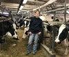 Marie-Pier Vincent se prépare à faire le train dans son étable de 40 vaches, à Saint-Valérien-de-Milton, en Montérégie. Elle se questionne sérieusement sur l'avenir de sa ferme en raison de changements prévus au <i>Guide alimentaire canadien</i>.