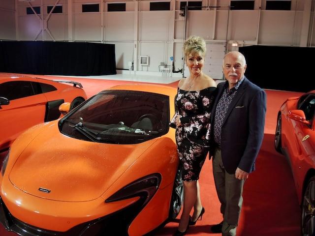 Jean Laberge, président de Canac, et son épouse  Manon Tanguay, aux côtés de cette splendide McLaren.