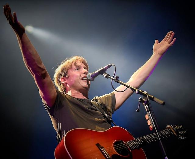James Blunt a assuré la première partie du spectacle d'Ed Sheeran, mardi, au Centre Vidéotron.