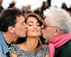 L'acteur Antonio Banderas et le réalisateur Pedro Almodovar ont fait la bise à l'actrice Penélope Cruz hier lors de la présentation du film Douleur et gloire.