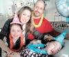 Maria Desjardins-Vanier à son 10e anniversaire, en avril, avec sa sœur Èma, sa mère Viviane Vanier et son père Dany Desjardins.