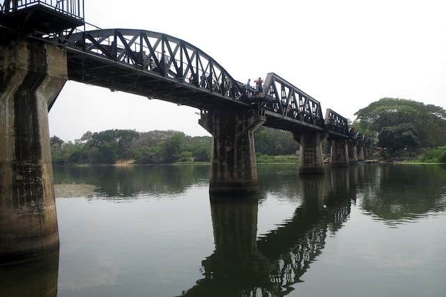 Le fameux pont de la mort de la rivière Kwai à Kanchanaburi.