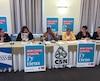 Quatre porte-parole de syndicats de centres jeunesse (CSN) du Québec lors d'une conférence de presse pour dévoiler les résultats extrêmement préoccupants qui se dégagent d'une vaste enquête menée auprès de leurs membres.