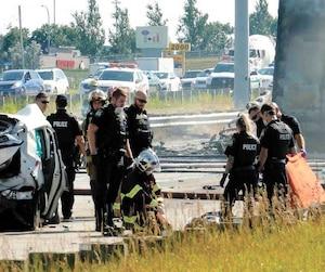 Un grand nombre de pompiers et de policiers ont été dépêchés sur les lieux.