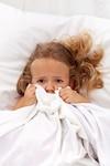 Les enfants ont souvent peur d'aller dormir, appréhendant les cauchemars et la solitude. Installer une routine avant le dodo pourra les aider à passer cette étape.