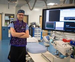 En plus de se donner la tâche de mettre tout le monde à l'aise en vue des opérations où son équipe débloquera des artères et sauvera des vies, René Nolet occupe un grand rôle sur le plan de la formation dans son département.