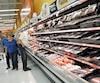 Dans le monde, Walmart vend pour 200 milliards $ de produits alimentaires chaque année, soit la moitié de son chiffre d'affaires.