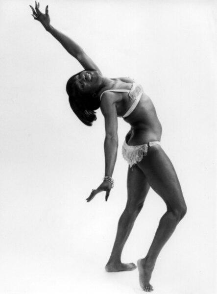 Ethel Bruneau a eu une carrière impressionnante dans les années 1950-1960 à Montréal. Elle dansait et chantait sous le pseudonyme de Miss Swing.