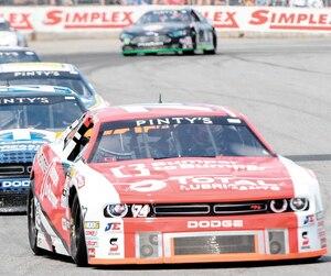 Kevin Lacroix (74) et Andrew Ranger (27) sont les deux principaux prétendants au titre de la série NASCAR Pinty's en 2019.