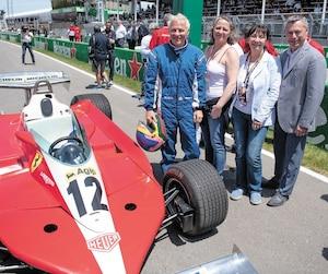 Avant d'ouvrir le défilé des pilotes au volant de la Ferrari 312 T3 ayant appartenu à son père Gilles, Jacques Villeneuve a reçu l'appui de sa sœur Mélanie, de sa mère Joann et du grand manitou du Grand Prix du Canada François Dumontier.