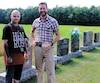 Mathieu Lacharité et Patrice Marcoux, dans le cimetière où 200 terrains seront aménagés pour camper à Victoriaville.