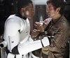 Plusieurs fans de la saga ont souhaité que la «bromance» entre Finn et Poe Dameron dans <em>Le Réveil de la Force</em> se développe en quelque chose de plus qu'une simple histoire d'amitié.