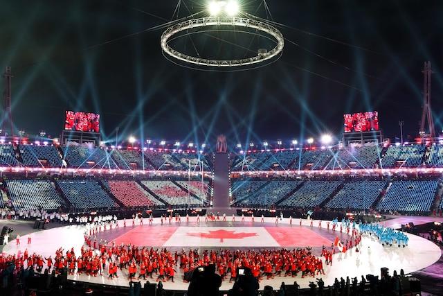 Les athlètes canadiens ont défilé peu après 7h dans le stade olympique.