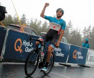 James Piccoli a brandi le poing en franchissant la ligne d'arrivée au Mont-Mégantic jeudi après-midi.
