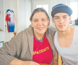 Mélanie St-Pierre a accouché de son fils Mikaël le 13 janvier 1998. On l'appelle encore régulièrement le «bébé du verglas».
