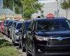 Une soixantaine de chauffeurs de taxi ont manifesté jeudi après-midi devant le palais de justice de Québec. Ici, Luc Selesse qui représente l'industrie.