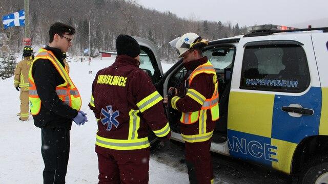 Un accident de motoneige a fait deux blessés près de la Pourvoirie du Lac-Beauport, au nord de Québec, jeudi.