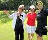 Jocelyne Bourassa aime prodiguer des conseils à tous les calibres de golfeuses. Lors du tournoi de Golf Québec jeudi au club Le Mirage, elle a refilé quelques trucs à Nathalie Chassé et Robyn Benwell au 10e tertre de départ.
