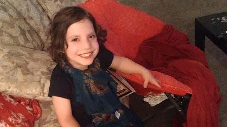 Image principale de l'article Cette fille de 6 ans avait-elle plutôt 22 ans?