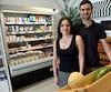 Maria José et Maxime Bernier sont les heureux propriétaires de l'Épicerie des Canotiers, un sympathique commerce aux allures de magasin général situé rue Dhalousie, directement en face de la Place des Canotiers en construction.