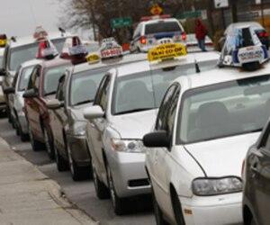 L'industrie du taxi de Montréal rendra disponible dans les prochaines semaines des bons d'achat valides dans tous les taxis de la métropole, les «COOL TAXI».