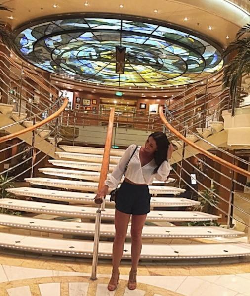 Mélina Roberge sur le <i>MS Sea Princess</i>.