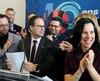 Point de presse des membres du conseil d'administration de l'Union des municipalités du Québec avec, à l'avant-plan, le président Alexandre Cusson et la mairesse de Montréal, Valérie Plante.