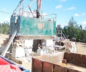 Un puits d'exploration situé à Anticosti, en 2014. Pétrolia prévoit forer trois puits de pétrole sur l'île à l'été 2017.