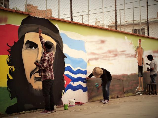 Le film donnera la parole notamment à de jeunes muralistes qui se servent de leur art pour véhiculer des messages politiques et sociaux.