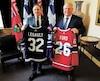 Lorsqu'il insiste un peu trop pour parler de hockey, François Legault cherche à faire diversion.