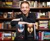 «C'est irréel. C'est une fierté!» dit Alexandre Vézina, qui tient dans ses mains les exemplaires de ses deux premiers livres, publiés aux Éditions AdA.
