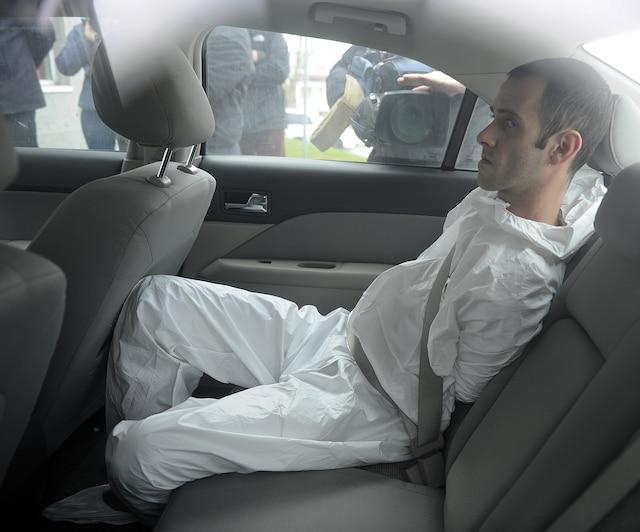 Comparution de l'accusé du meurtre d'un chauffeur de taxi au palais de justice de St-Joseph de Beauce.
