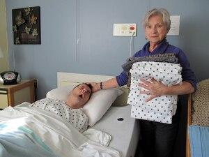 En plus de payer 1 712 $ par mois pour que son mari demeure au Centre d'hébergement LaSalle, Gisèle Carrier a dû acheter huit jaquettes à celui-ci pour le 1eroctobre.