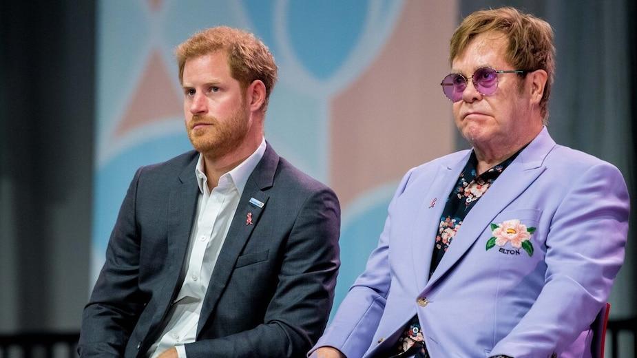 Image principale de l'article Elton John est fâché contre les médias anglais