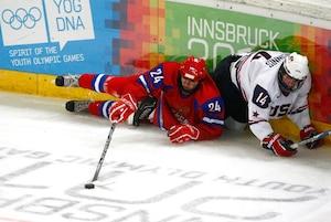 Ryan MacInnis, fils d'Al MacInnis, membre du Temple de la renommée du hockey, est membre de l'équipe américaine des moins de 17 ans.