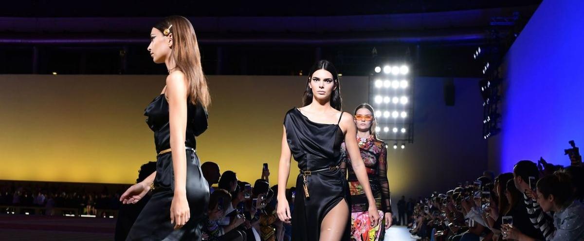 Mode  Michael Kors en passe de racheter la maison italienne Versace   JDM c1ca51ab47f