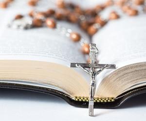 bloc Chapelet religion christianisme église catholique croix église