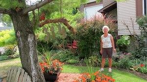 Gill Blanchet, qui habite sur une petite rue résidentielle derrière les terrains de Reliance, s'inquiète du manque de transparence des autorités quant à la présence de BPC dans son quartier.