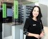 Une première ligne d'aide téléphonique est disponible dès maintenant pour les pharmaciens, dont le taux de détresse professionnelle est élevé. Sur la photo, la directrice générale de la Fédération des pharmaciens du Québec, Thina Nguyen.