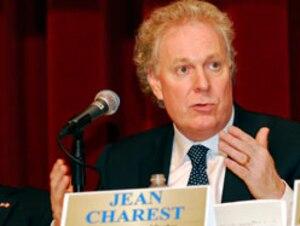 Jean Charest a réagit, de Biloxi, où il se trouve pour la conférence annuelle de l'Alliance des États du sud-est des États-Unis et des provinces canadiennes.