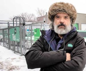 Âgé de 58 ans, Hugo Trottier se retrouve au chômage en raison de la déconfiture de Téo Taxi. Il soutient que l'entreprise a menti.