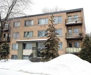 Alfonso Graceffa, le PDG d'Otéra Capital, une filiale de la Caisse de dépôt et placement du Québec, a financé plusieurs immeubles, dont celui-ci à Pointe-Claire, qu'il détient avec des associés grâce à des prêts d'Otéra.
