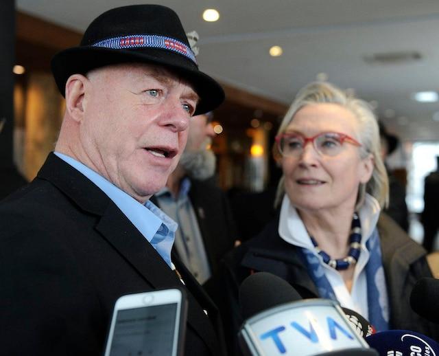 La ministre Carolyn Bennett et le chef Konrad Sioui