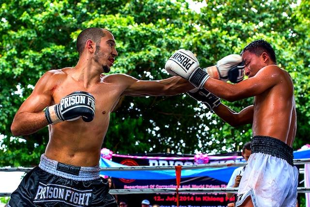 Le Québécois Dave Leduc a gagné un combat de boxe contre un prisonnier thailandais lors d'un prison fight organisé dans un pénitencier à proximité de Bangkok en juillet dernier.