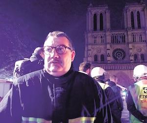 L'aumônier Jean-Marc Fournier a accordé une entrevue à KTOTV le soir de l'incendie de la cathédrale Notre-Dame. Il était avec les pompiers à l'intérieur du bâtiment en flammes pour sauver des reliques, dont la couronne d'épines de Saint-Louis.