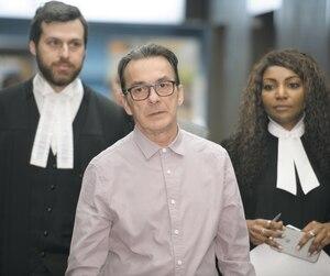 Michel Cadotte, accompagné de ses avocats Nicolas Welt et Elfriede Duclervil hier au palais de justice de Montréal, a livré un émouvant témoignage au procès pour le meurtre de sa femme atteinte d'Alzheimer qui s'était fait refuser l'aide médicale à mourir.