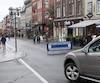Tous les soirs de semaine, dès 17h30, ainsi que les samedis et dimanches, dès 10h, la rue Saint-Jean devient entièrement piétonne. Une barrière de métal est installée à l'angle de la rue d'Auteuil pour empêcher la circulation automobile. Une mesure jugée «suffisante» par les commerçants.