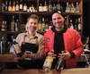 Le chef mixologue Pierre Gadouas (gauche) et le fondateur de Tribute Pierre-Olivier Trempe (droite) au bar éphémère du quartier des spectacles, où sont servis uniquement des spiritueux et produits artisanaux du Québec.